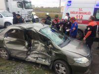 Aksaray'da ambulans ile otomobil çarpıştı: 5 yaralı