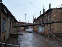 Beyşehir'de Şiddetli Rüzgar Çatıları Uçurdu