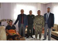 Akşehir protokolünden yaralı uzman çavuşa ziyaret