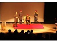 """""""Gök Sultan Abdülhamit Han"""" adlı tiyatro oyunu Beyşehirli tiyatro severlerle buluştu"""