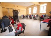 Beyşehir Belediyesi, okulun bilişim sınıfının bilgisayarlarını tamamen yeniledi