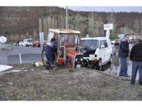 Konya'da traktörle minibüs çarpıştı: 4 yaralı