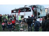 Otobüs şarampole devrildi: 4 ölü, çok sayıda yaralı