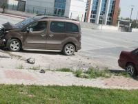 Eskil'de trafik kazası 2 yaralı