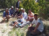 Bilezikli-Karayağmur ortak yapım! El ele mezarlığa fidan diktiler