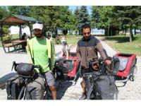 Köpekleriyle Türkiye turuna çıkan 2 bisikletsever Beyşehir'de mola verdi