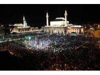 Kadir Gecesi'nde Mevlana Meydanı'nda binler buluştu