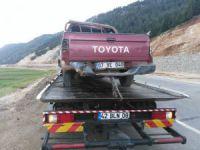 Uçuruma devrilen kamyonetin sürücüsü yaralandı
