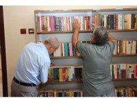 Beyşehir'de bağış kitaplarından mini kütüphane