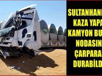Sultanhanı'nda kaza yapan kamyon buğday nodasına çarparak durabildi