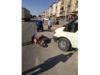 Minibüse çarpan elektrikli bisiklet sürücüsü kaçtı