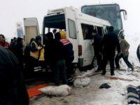 Yolcu otobüsü ile Öğretmen servisi çarpıştı: 2 ölü 11 yaralı