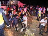Ankara'dan Aksaray istikametinde seyreden yolcu otobüsü şarampole devrildi çok sayıda ölü ve yaralı var.