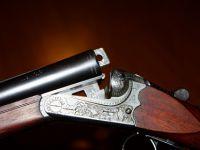 Eşini çarşı ortasında av tüfeğiyle vurarak öldürdü