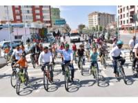 Başkan Altay, sağlıklı yaşam için çocuklarla pedal çevirdi