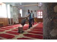 Ereğli'de camilerde halılar yıkanıyor
