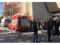 İş merkezinin 42. katından atladı, AVM'nin çatısına düşerek ağır yaralandı