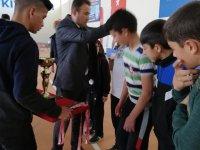 Eskil'de başarılı olan sporcu ve takımlara ödülleri verildi