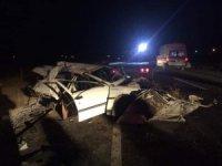 Eskil'de Otomobil Şarampole Devrildi: 1 Ölü, 1 Yaralı