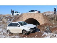 Aksaray'da Lastiği Patlayan Otomobil Şarampole Devrildi: 1 Yaralı