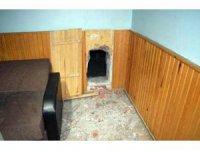 Kahvehane duvarına gömülü tombala düzeneği bulundu