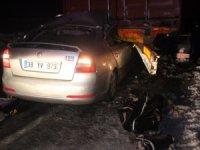 Buzlanan yolda feci kaza: 2'si çocuk 4 ölü