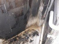 Eskil'de camı kırılan tuvalette ateş yakıldı!
