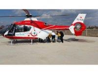 Kalp krizi geçiren yaşlı adam ambulans helikopterle hastaneye götürüldü