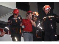 Asma tavanı çöken markette mahsur kalan iki kişi kurtarıldı
