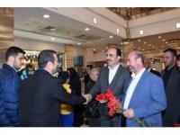Başkan Altay, alışveriş merkezlerinde vatandaşlarla buluştu