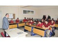 Konya OSB'deki Anadolu Teknik Lisesi öğrencileri, duayen isimlerle buluştu