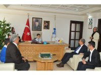 Başkan Akkaya koltuğunu Yusuf Talha Camcı'ya devretti