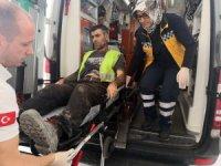 Aksaray'da işçi bayramında üzerine kalıp düşen işçi yaralandı