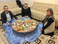 Vali Mantı eşiyle birlikte iftar sofrasına misafir oldu