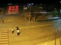Konya'nın en işlek caddesinde 3 kafadardan oyun şov! VİDEO