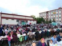 Aksaray Belediyesi ve Kızılay sponsorluğunda mahalle iftarı