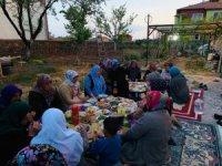 """AK Parti Kadın Kolları """"Komşum ile İftar"""" programına devam ediyor"""