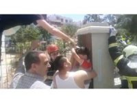 Aksaray'da oyun oynayan çocuğun eli çitlere saplandı