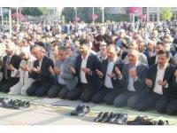 Bakan Kurum, Bayram namazını Konya'da kıldı