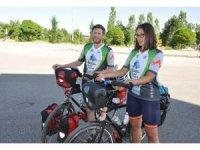 Bisikletle dünya turuna çıkan İngiliz arkadaşlar, Beyşehir'de