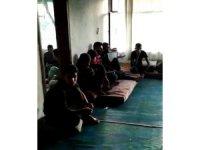 Metruk evde 70 kaçak Suriyeli yakalandı