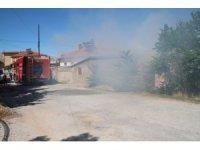 Konya'da evin avlusundaki depoda yangın