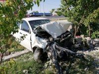 Sultanhanı'nda otomobil kırmızı ışıkta geçen motosiklete çarptı: 4 yaralı