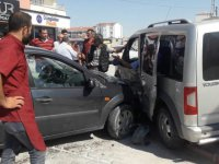 Eskil'de trafik kazası: 1 yaralı VİDEO