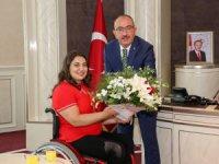 Başkan Kavuş'a şampiyon sporculardan ziyaret