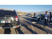 Aksaray'da otomobillerin hurdaya döndüğü kazada 3 kişi yaralandı