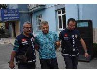 Uzaklaştırma kararı olan koca karısını öldürdü, polise teslim oldu