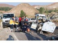 Aksaray'da Kahreden Kaza! Anne ve oğlu kazada öldü, 3 kişi yaralandı