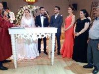 Esra ile Ekrem evlendi
