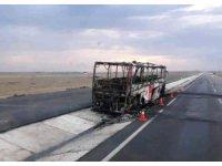 Sultanhanı'nında Yolcu Otobüsü Yanarak Kül Oldu